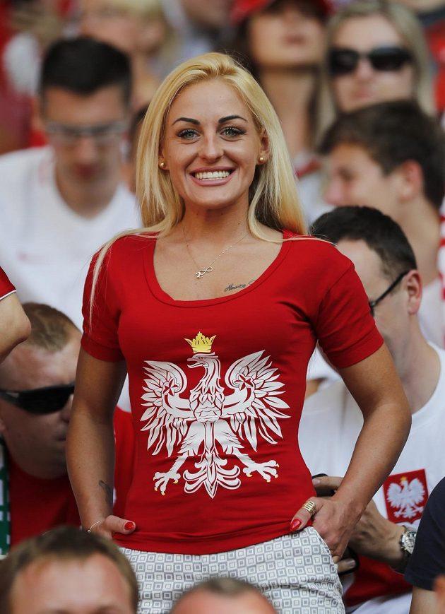 Fanynka Polska hýřila během duelu se Severním Irskem dobrou náladou.