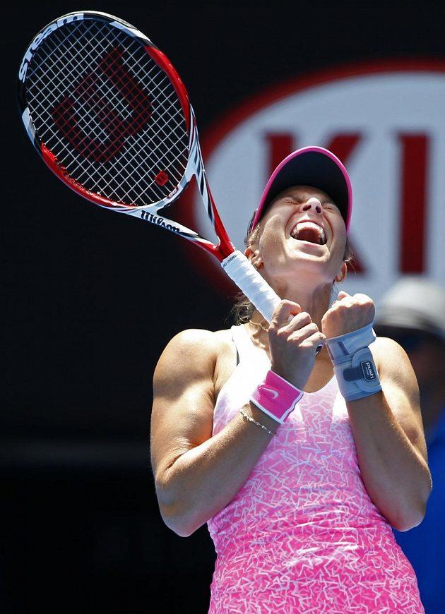 Radost Lucie Hradecké po vítězství nad Anou Ivanovičovou na Australian Open.
