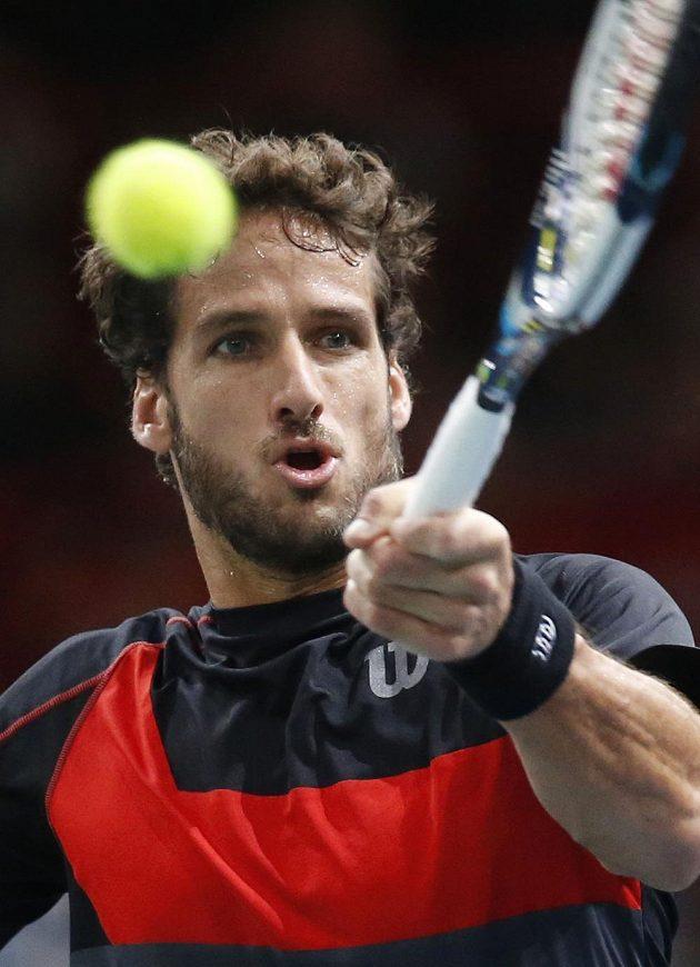 Španělský tenista Feliciano López v duelu proti Tomáši Berdychovi.