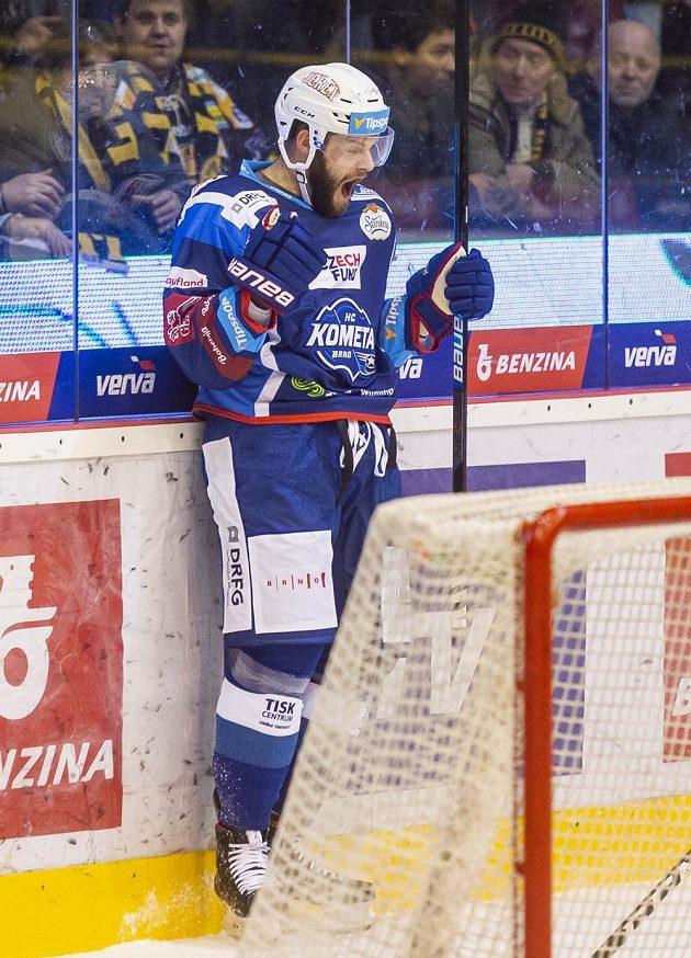 Brněnský hokejista Tomáš Vincour se raduje z gólu.