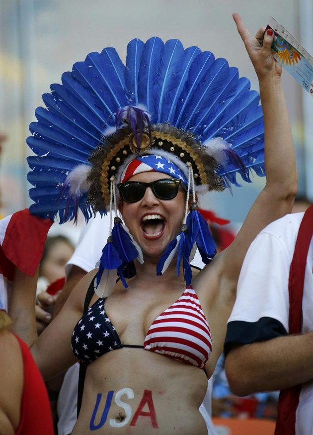 Nejodvážnější americké fanynky přišly na zápas s Portugalskem pouze v plavkách.