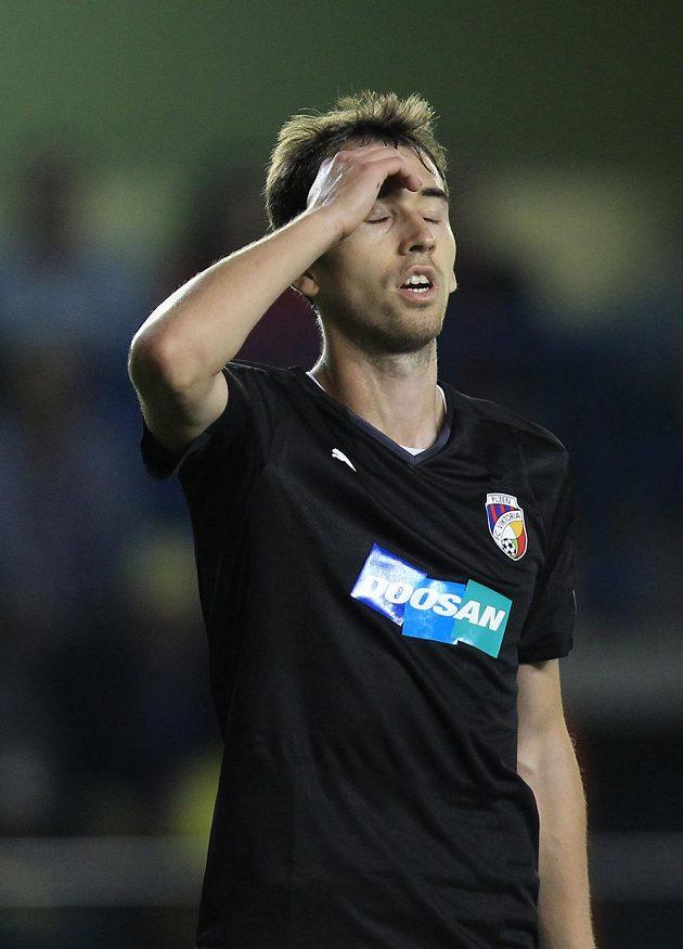 Zklamaný záložník Tomáš Hořava poté, co Plzeň inkasovala ve Villarrealu úvodní gól.