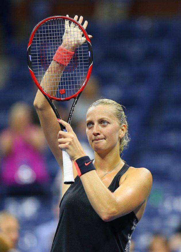 Petra Kvitová zdraví diváky po vítězství v prvním kole US Open.