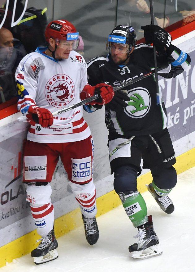 Vladimír Dravecký (vlevo) z Třince a Dominik Pacovský z Mladé Boleslavi.
