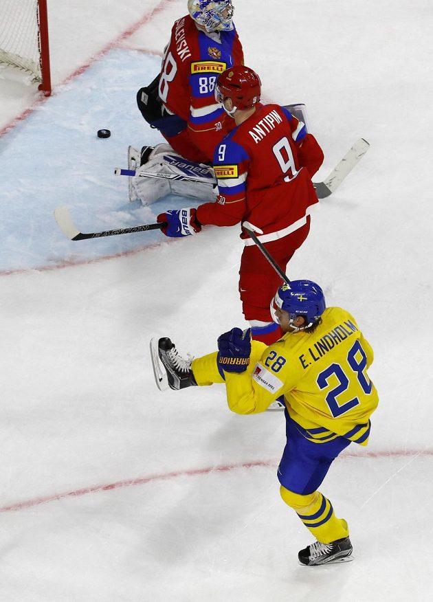 Rusko právě inkasovalo branku od Švéda Eliase Lindholma na hokejovém mistrovství světa 2017.