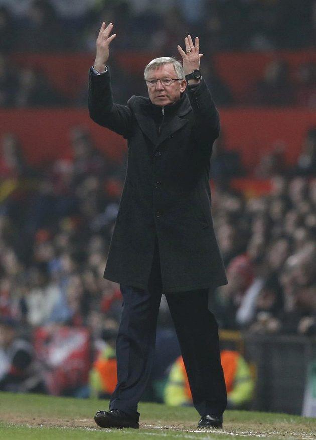 Kouč Manchesteru United Sir Alex Ferguson nevěří svým očím. Nani právě uviděl červenou kartu.
