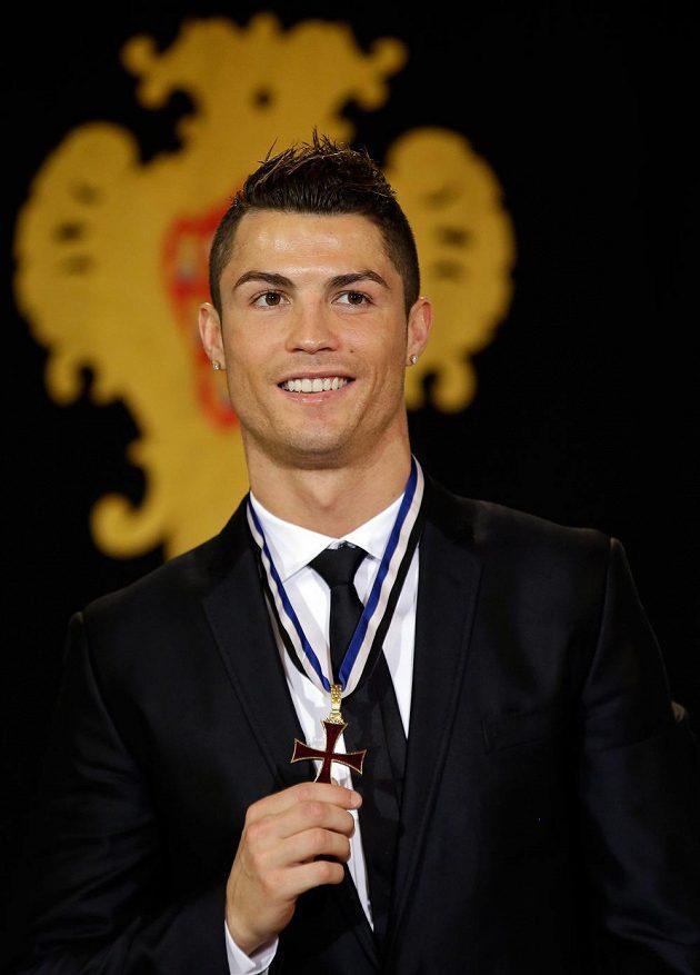 Cristiano Ronaldo s Řádem prince Jindřicha Mořeplavce.