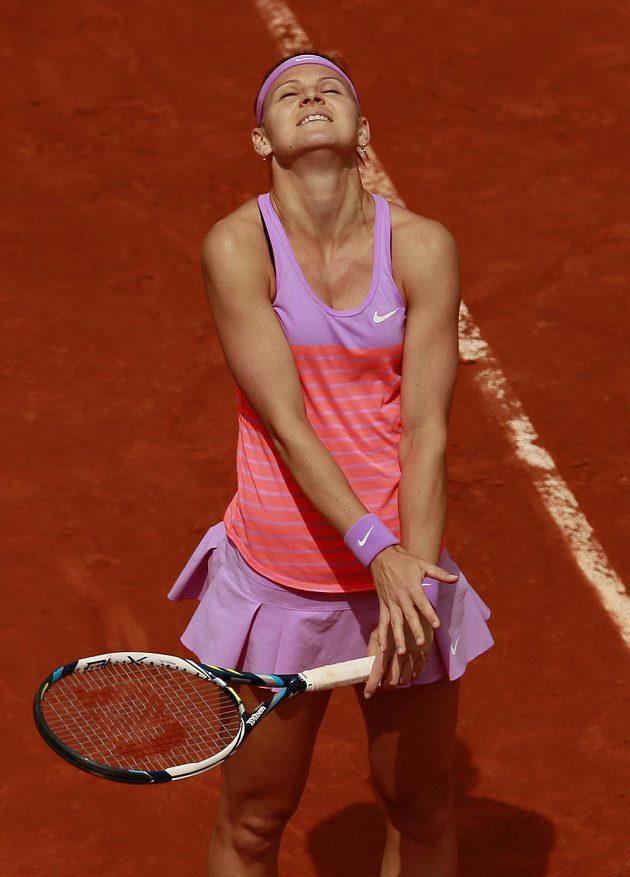 Šťastná Lucie Šafářová po vítězství nad Ruskou Marií Šarapovovou.