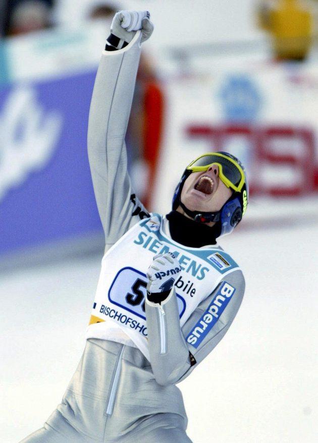 Připomínka z historie, takhle se 6. ledna 2002 radoval z výhry ve všech čtyřech závodech Turné Němec Sven Hannawald.