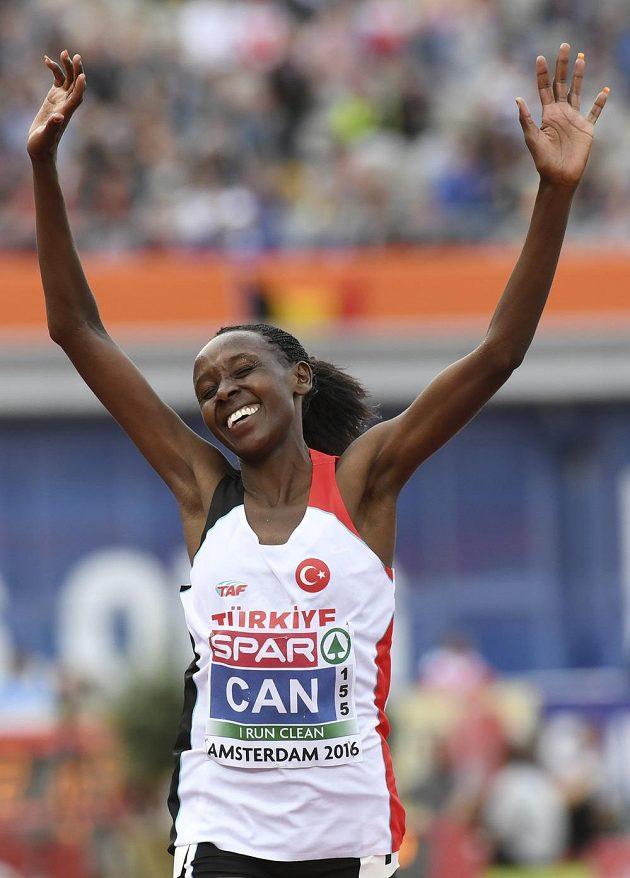 Yasemin Canová z Turecka, mistryně Evropy v běhu na 10 000 metrů.