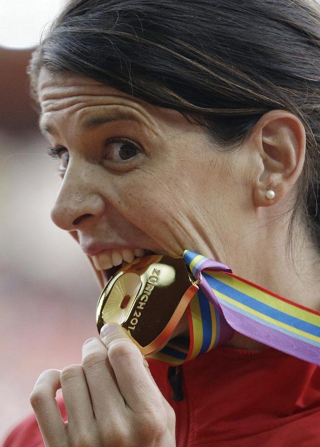 Španělská výškařka Ruth Beitiaová se zlatou medailí.