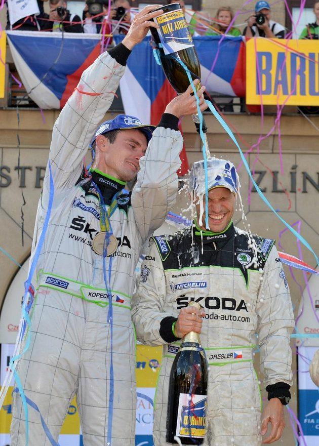 Navigátor Pavel Dresler (vpravo) s pilotem Janem Kopeckým při Barum rallye 2013.