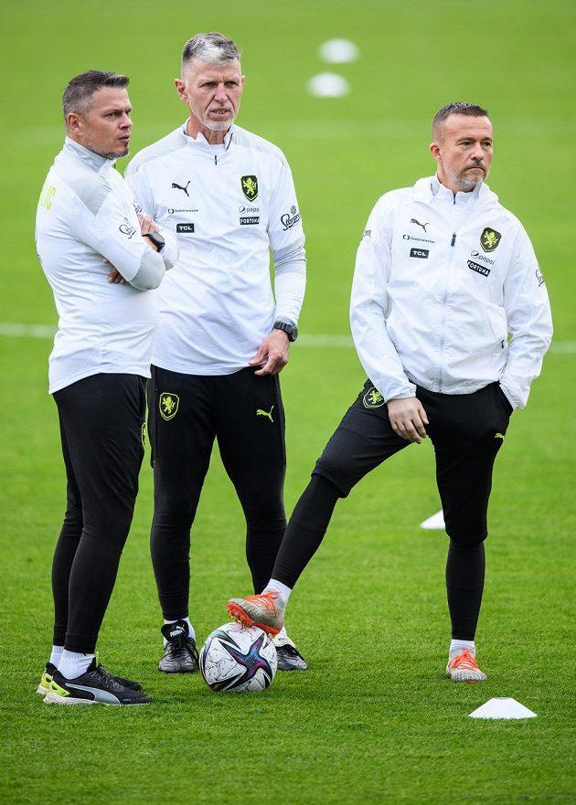 Manažer reprezentace Libor Sionko, trenér Jaroslav Šilhavý a asistent Jiří Chytrý během tréninku fotbalové reprezentace před zápasy kvalifikace MS 2022 s Walesem a Běloruskem.