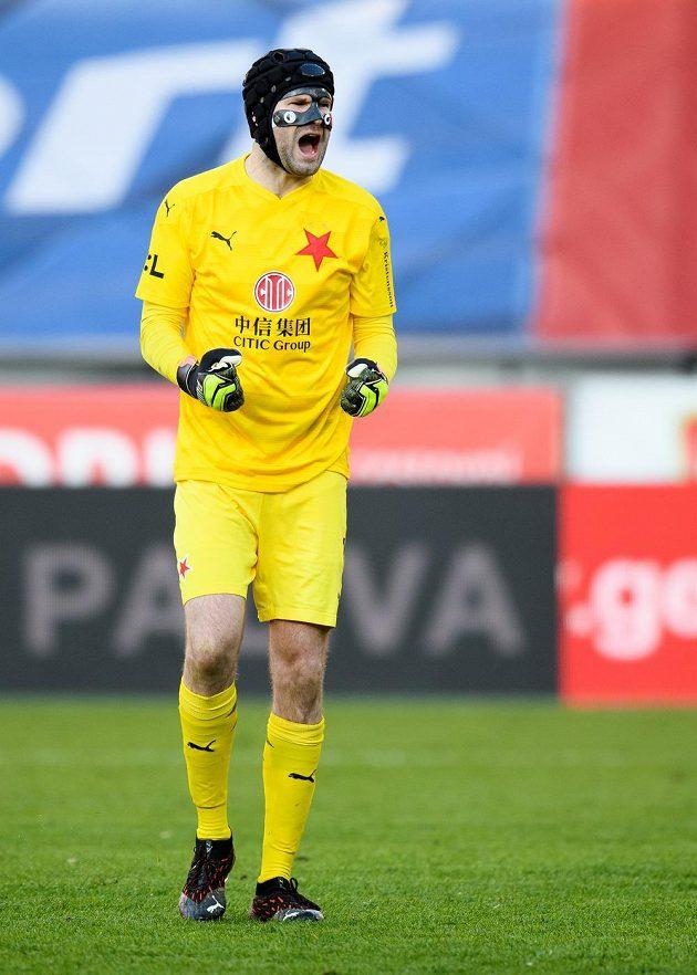 Brankář Slavie Praha Ondřej Kolář oslavuje vítězství v semifinále MOL Cupu.