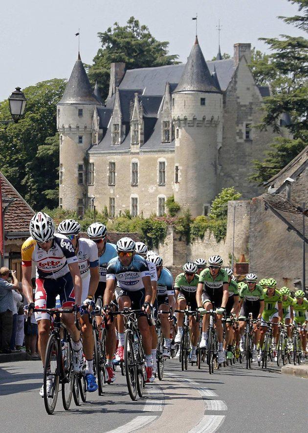Cyklisté během 13. etapy Tour de France.