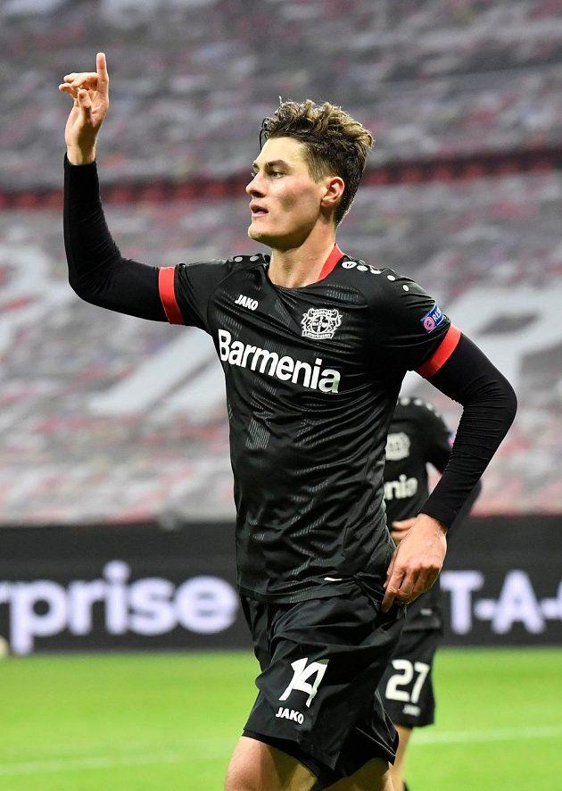 Patrik Schick se raduje poté, co vstřelil gól Leverkusenu v utkání Evropské ligy proti Hapoelu Beer Ševa.