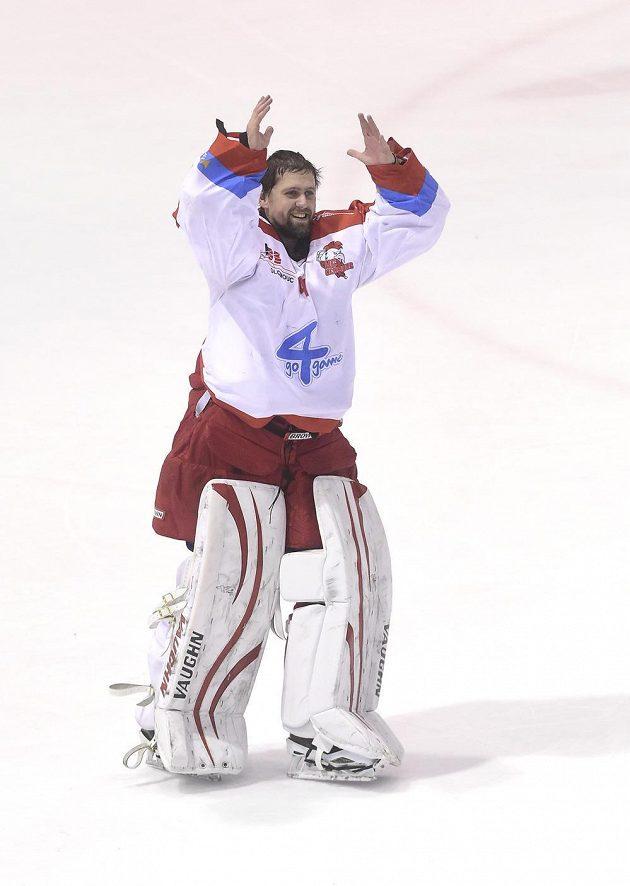 Brankář Olomouce Branislav Konrád se raduje z výhry nad Třincem.
