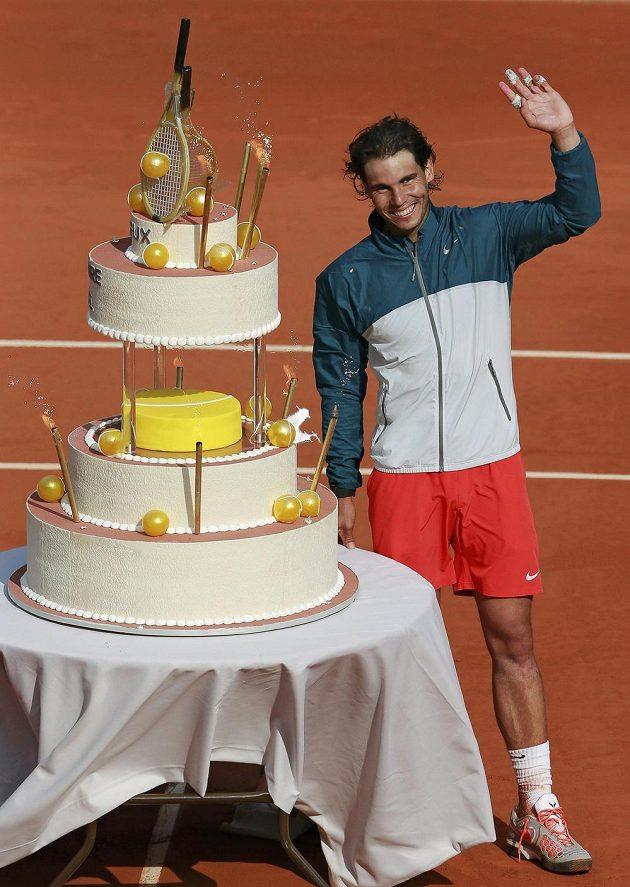 Radost měl Rafael Nadal z dortu, který mu darovali přadatelé French Open.
