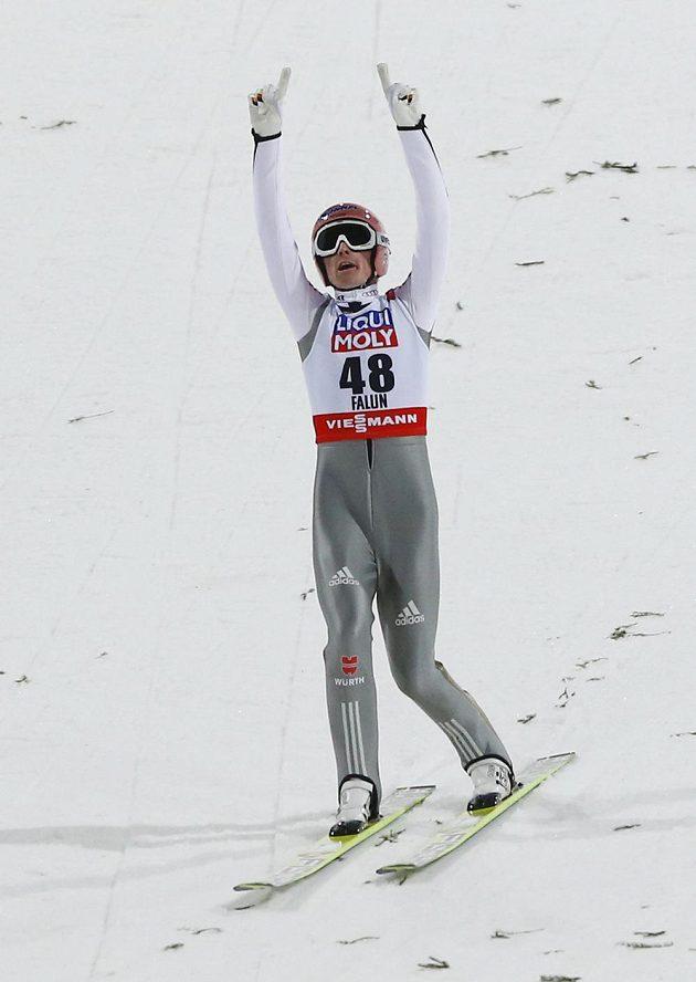 Německý skokan na lyžích Severin Freund se stal mistrem světa na velkém můstku.