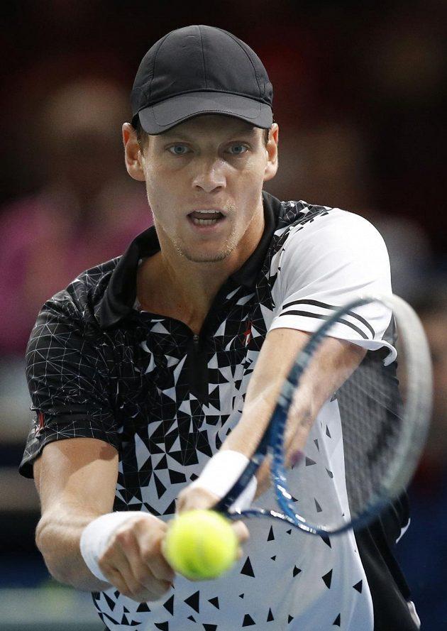 Český tenista Tomáš Berdych si v osmifinále turnaje v Paříži poradil se Španělem Felicianem Lópezem 2:0 na sety.