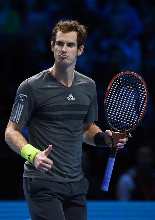 Britský tenista Andy Murray v duelu s Kanaďanem Milosem Raonicem na Turnaji mistrů.