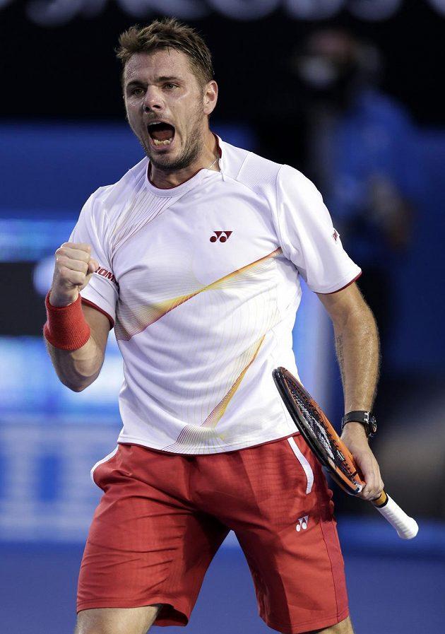 Švýcar Wawrinka se raduje během finále Australian Open.