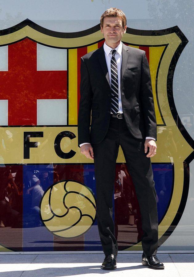 Takhle před dvěma lety Tito Vilanova pózoval fotografům poté, co byl oficiálně jmenován hlavním trenérem Barcelony.