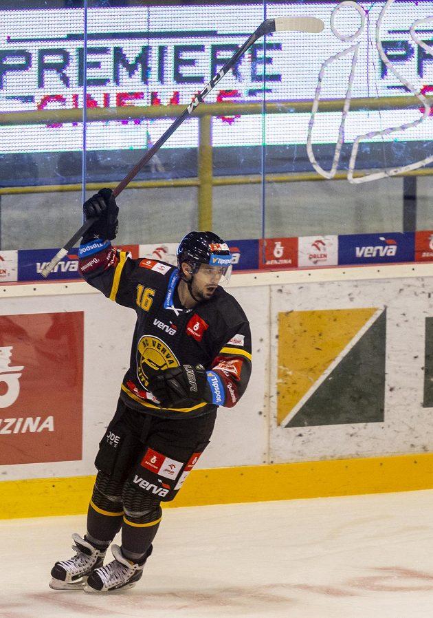 František Lukeš z Litvínova se raduje z prvního gólu.