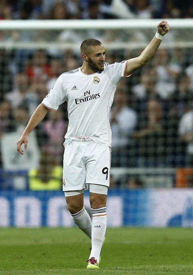 Karim Benzema z Realu Madrid oslavuje svoji trefu v semifinále Ligy mistrů s Bayernem Mnichov.