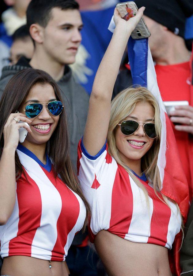 Paraguay uhrála proti Argentině remízu 2:2, k velké radosti těchto dvou dam.