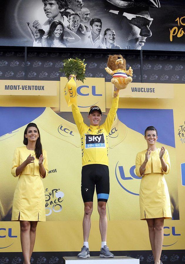 Britský cyklista Christopher Froome na stupních vítězů.