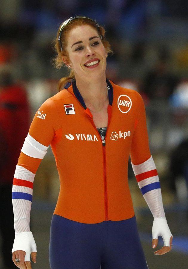 Nizozemka Antoinette de Jongová po trojce na MS v Inzellu. Nakonec byla druhá.