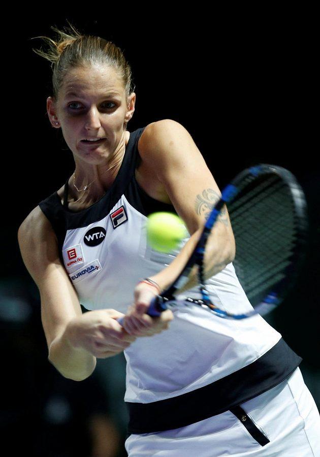 Česká tenistka Karolína Plíšková v zápase Turnaje mistrů s Ruskou Světlanou Kuzněcovovou.
