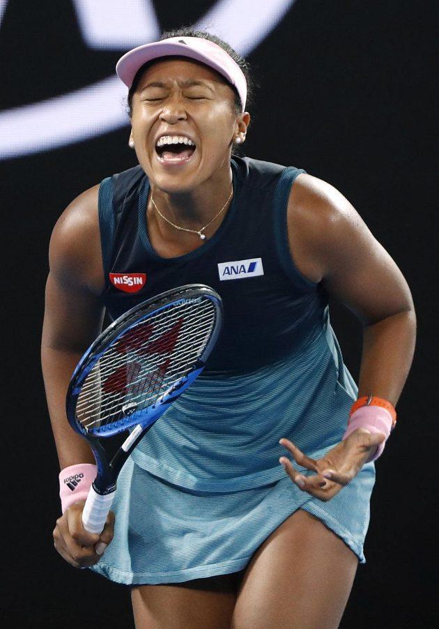 Japonka Naomi Ósakaová si přes Karolínu Plíškovou proklestila cestu do finále.