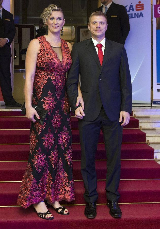 Vyhlášení ankety Atlet roku 2016. Po červeném koberci přichází oštěpařka Barbora Špotáková a její partner Lukáš Novotný.