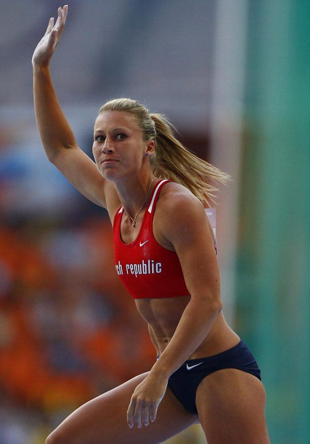 Tyčkařka Jiřina Svobodová ve finále MS.