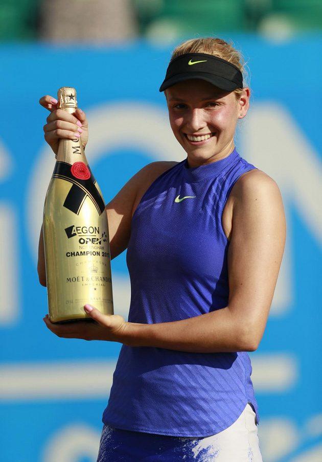 Donna Vekičová si po turnajovém triumfu konečně může vychutnat šampaňské.