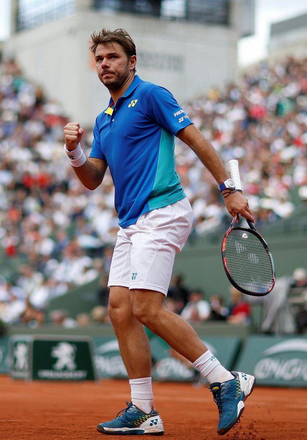 Švýcarský tenista Stan Wawrinka prošel do semifinále French Open hladce, ve třech setech porazil Chorvata Čiliče.