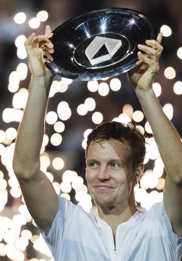 Trofej pro českého tenistu Tomáše Berdycha za vítězství na turnaji v Rotterdamu.
