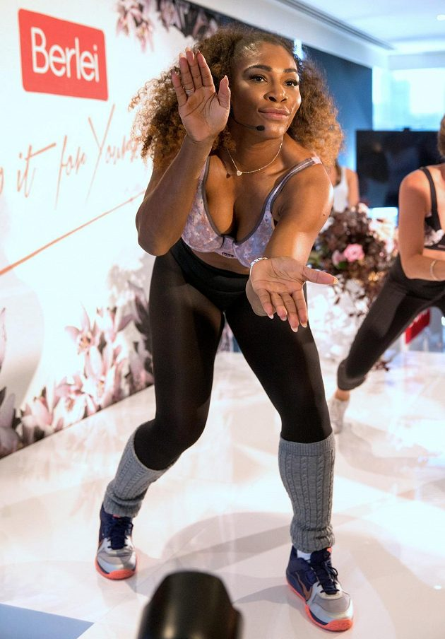 Serena Williamsová se rozjela při reklamní akci v Melbourne.