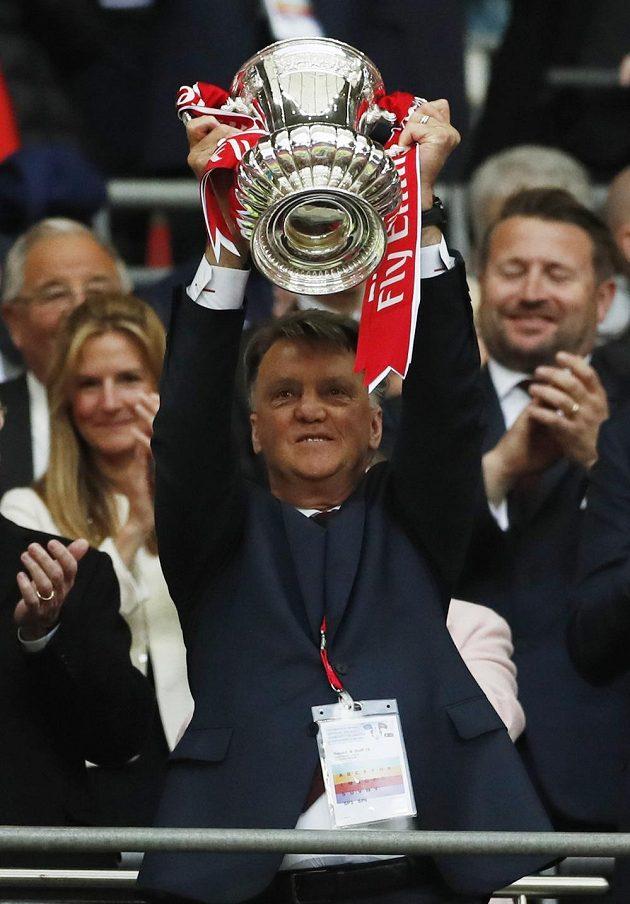 Kritizovaný kouč Louis van Gaal se dočkal své trofeje...