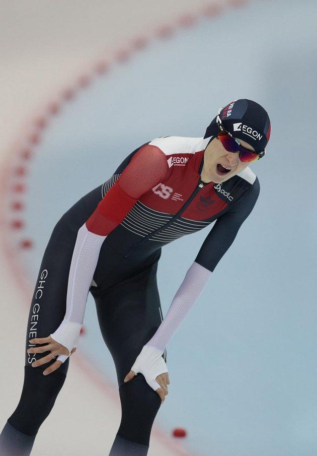 Zadýchaná Martina Sáblíková po dojezdu závodu na 3000 metrů.