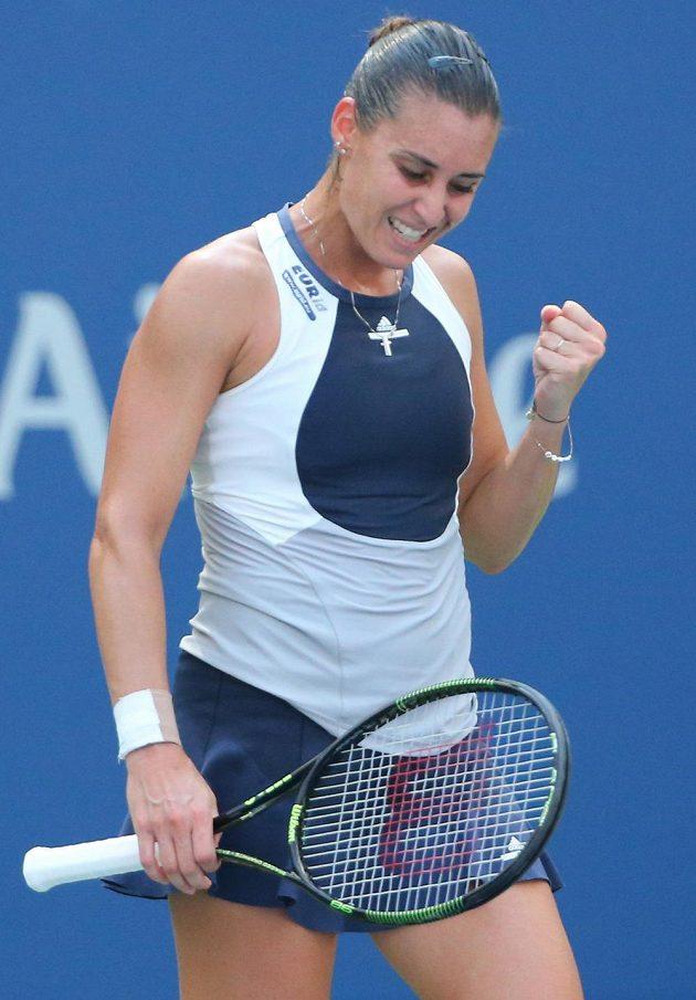 Italská tenistka Flavia Pennettaová se raduje po úspěšné výměně s Petrou Kvitovou.