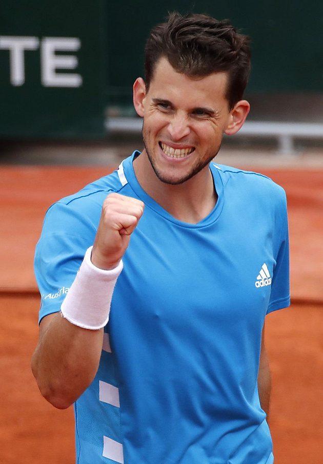 Radost v podání Rakušana Dominica Thiema během finále French Open proti Rafaelu Nadalovi.