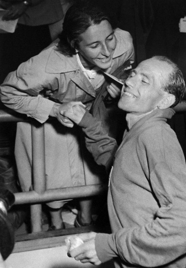 Legendární český atletický pár - Dana a Emil Zátopkovi na archivním snímku z roku 1952.