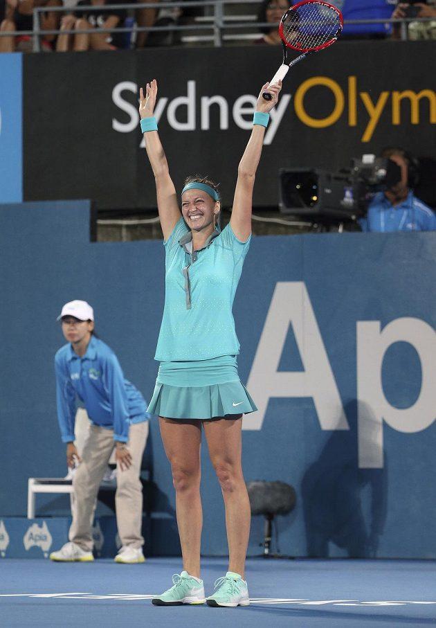 Petra Kvitová slaví svůj triumf na turnaji v Sydney.