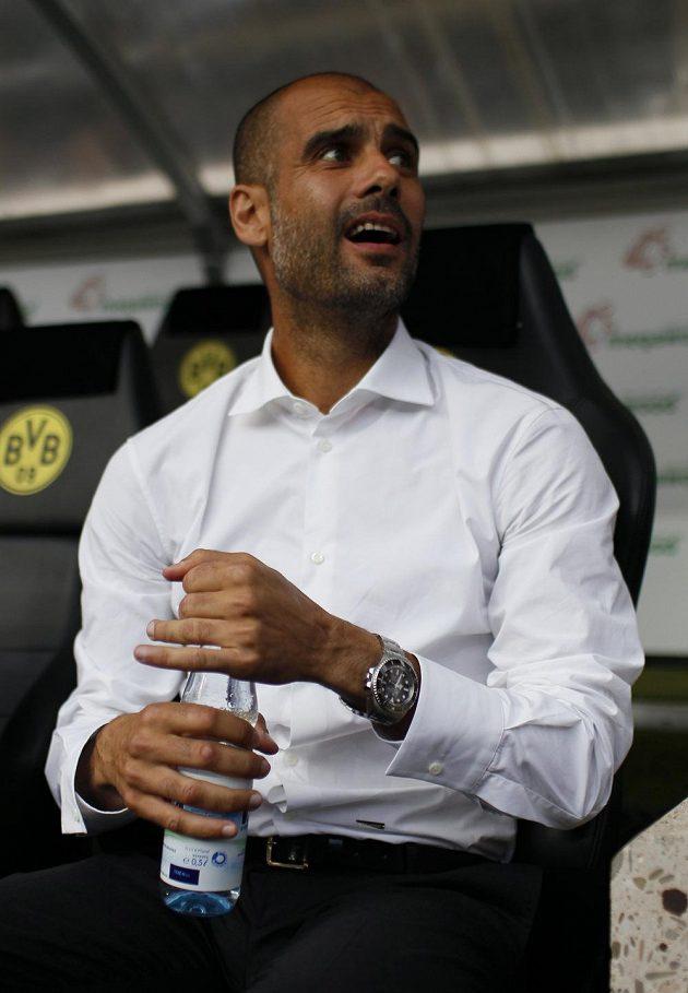 Trenér Pep Guardiola na lavičce Bayernu.