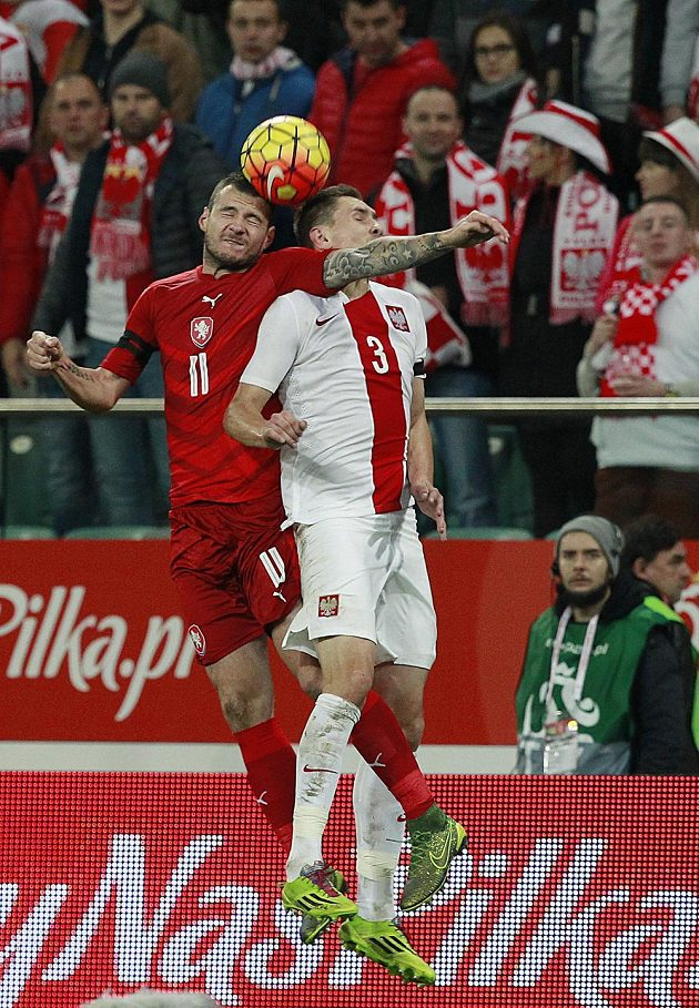 Daniel Pudil (vlevo) v souboji s Polákem Arturem Jedrzejczykem.