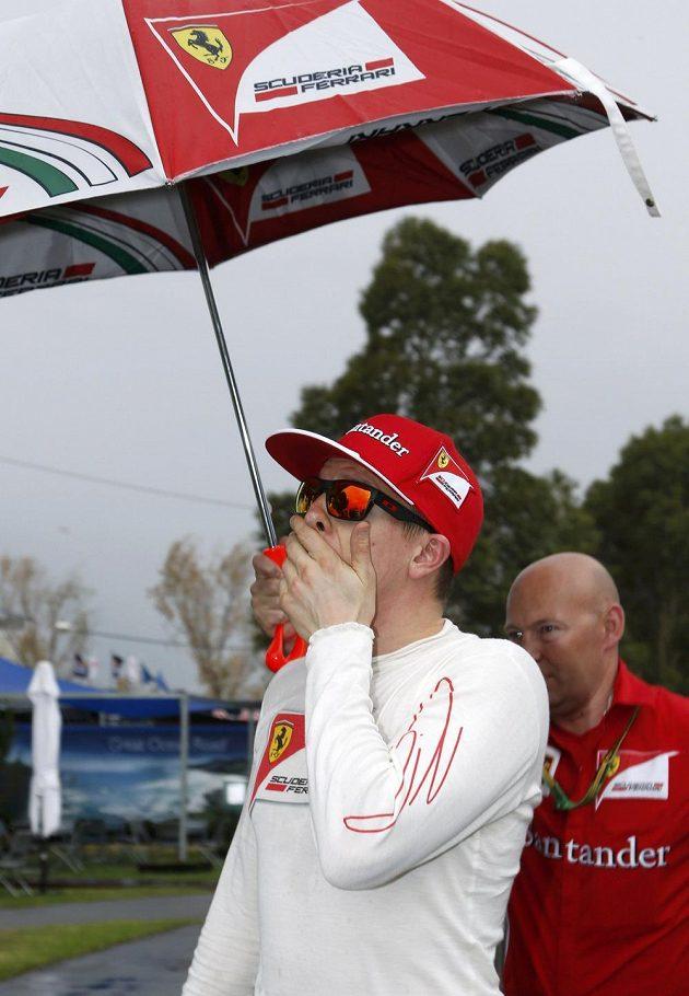 Pilot stáje Ferrari Kimi Räikkönen nevěřil po svém karambolu vlastním očím.