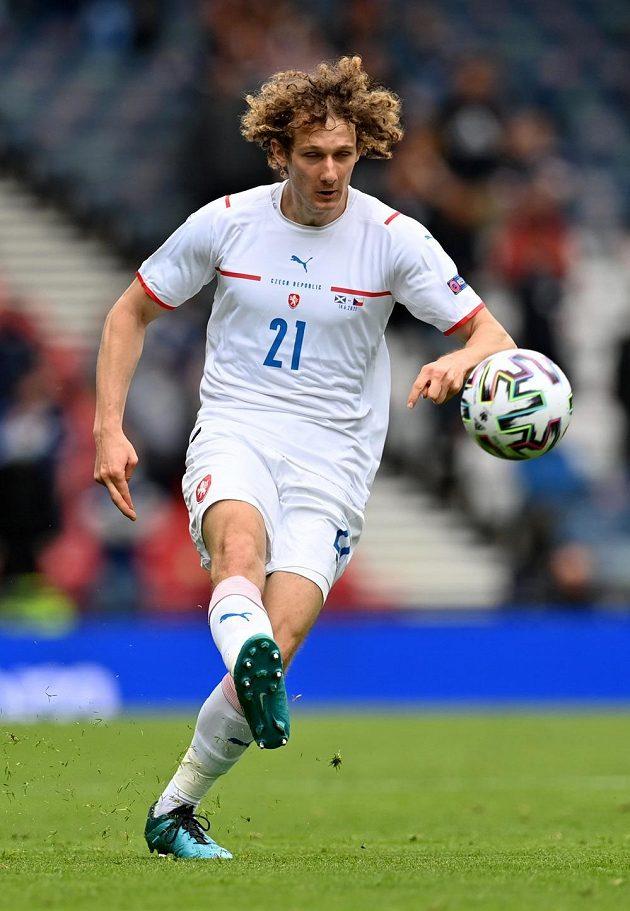 Alex Král v zápase proti Skotsku